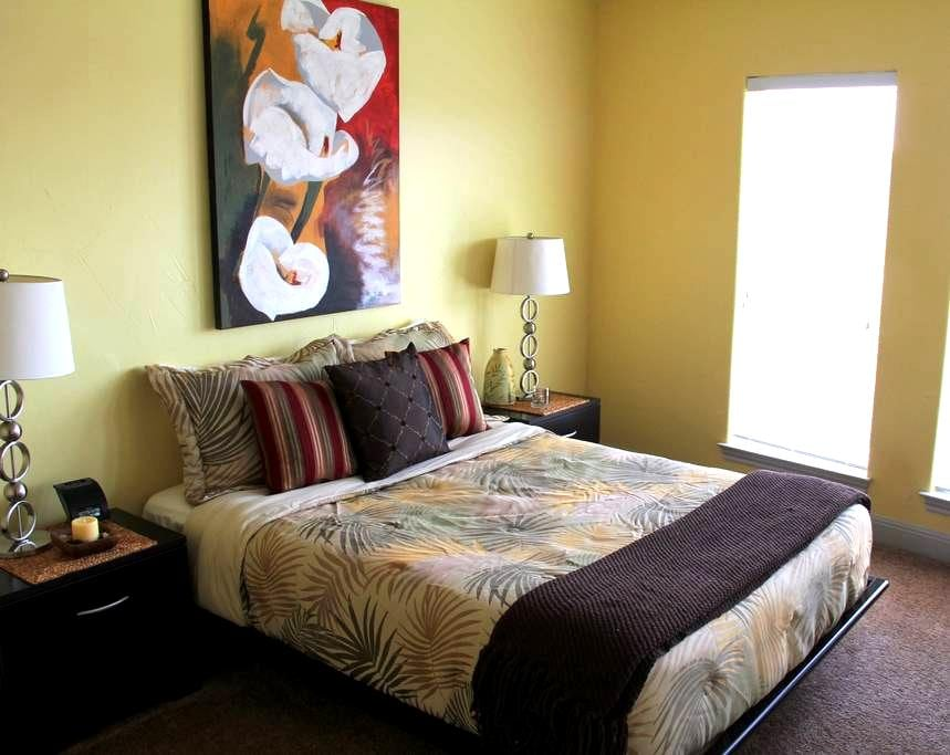 Roli'sBB Yellow - Austin - Bed & Breakfast