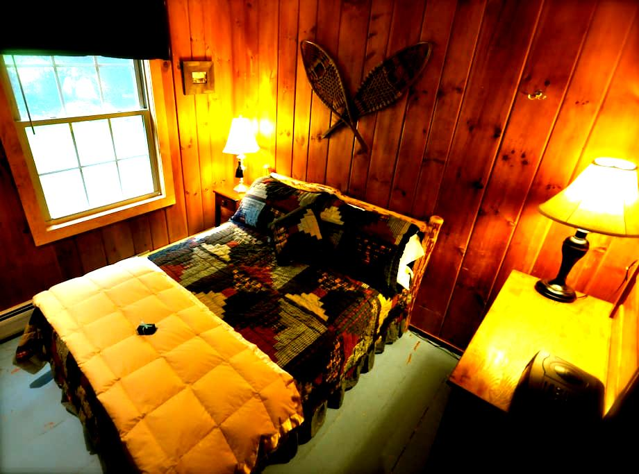 Cedar Room with double bed, bath and breakfast - Stowe - Bed & Breakfast