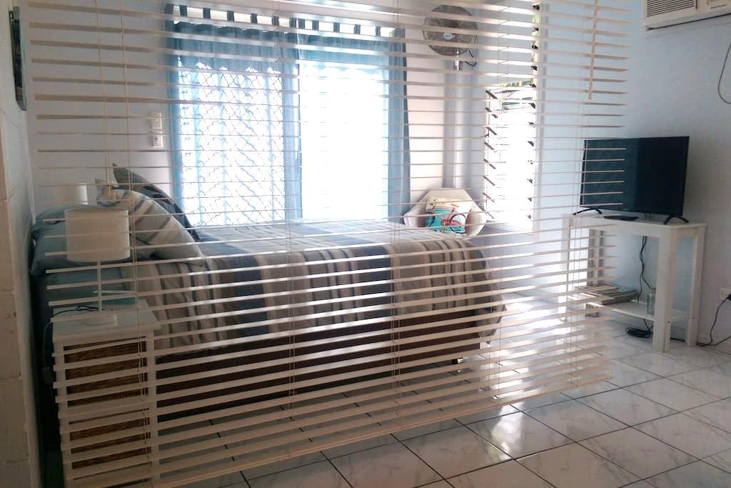 Self Contained Tropical Retreat - Malak - Apartemen