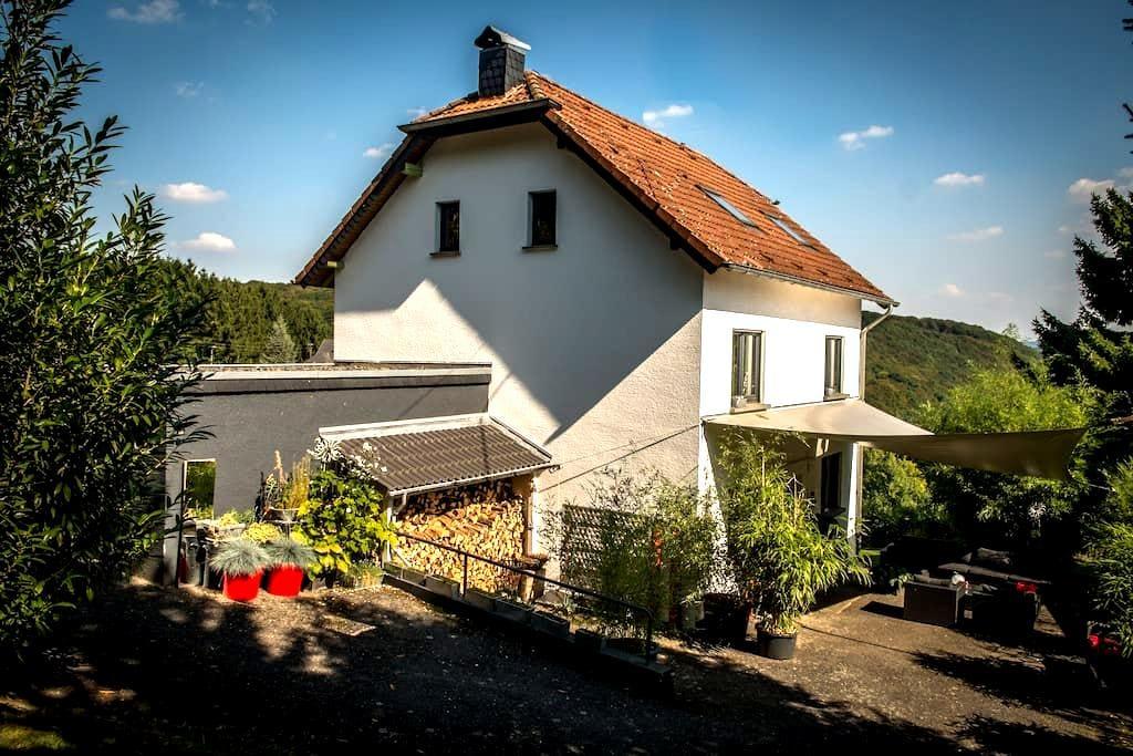 Schönes Haus mit großem Garten - Leubsdorf - Dom