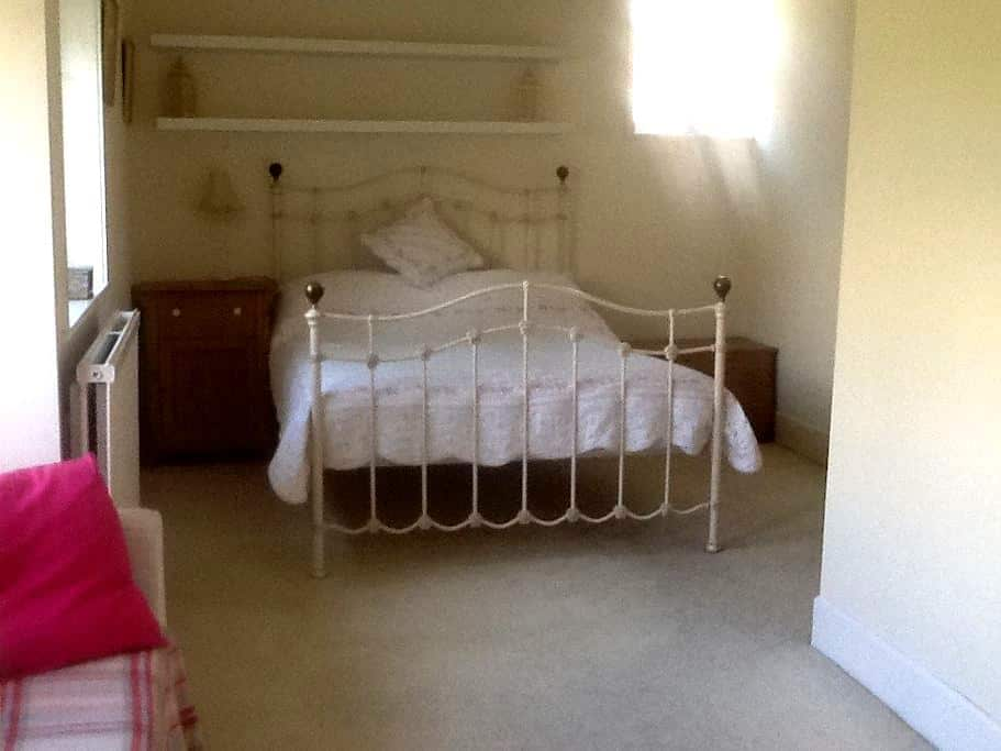 Comfy & spacious en-suite room - Lymington - Rumah