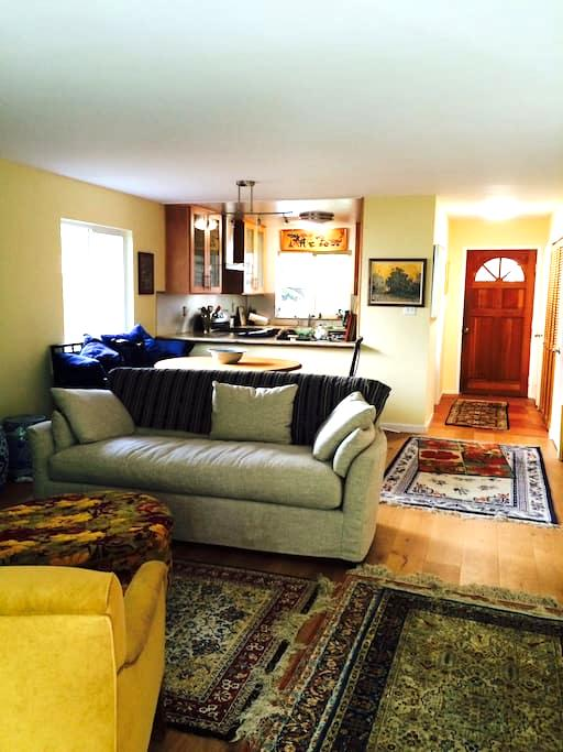Comfortable and convenient 2bdrm - 费尔法克斯 - 公寓