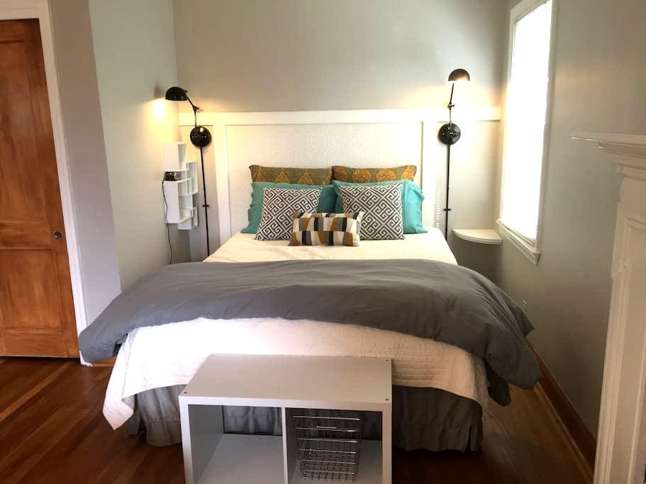 Studio B: Charming & Private, for 2 - Winston-Salem - Huoneisto
