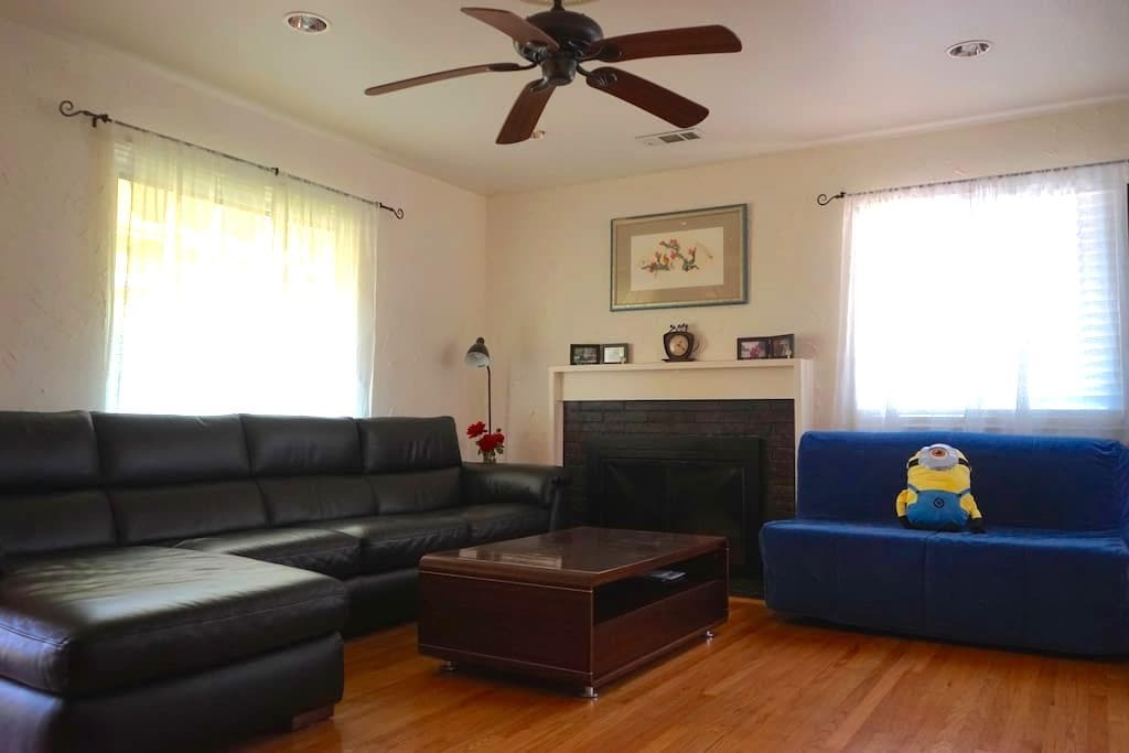 Spacious, clean private room in San Leandro - San Leandro - Hus