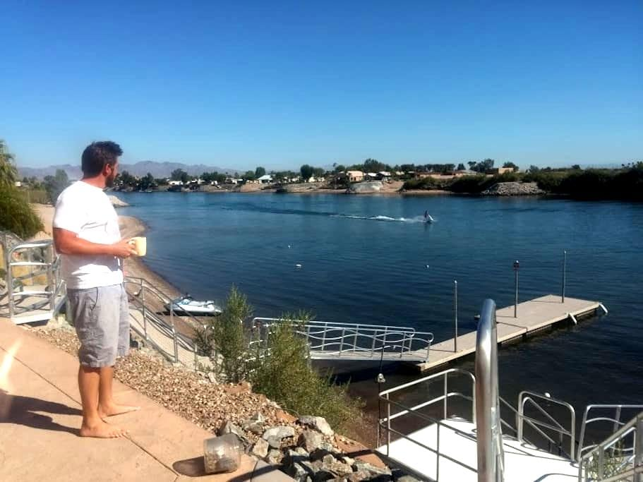 5bd 6bth waterfront home with dock on the river - Needles - Ev