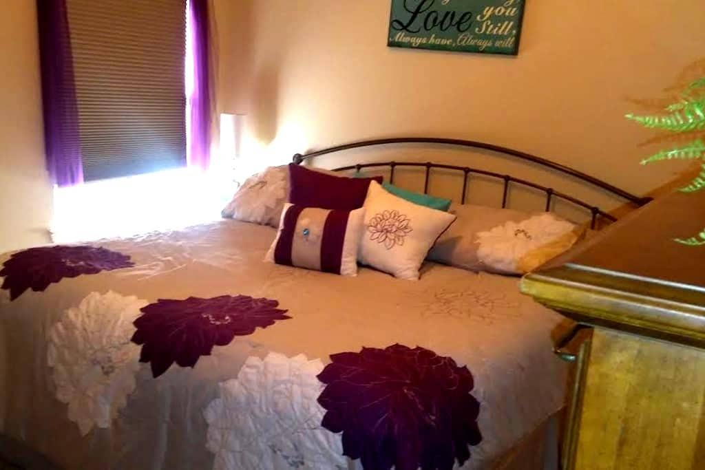 Friendly Room w/ King Bed - Roanoke - Casa