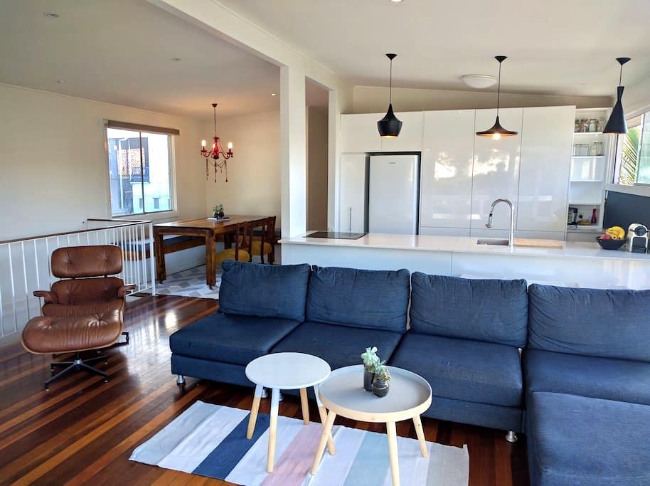 Funky Beach House 50m to beach & cafes-Pet friendl - Tugun - Casa