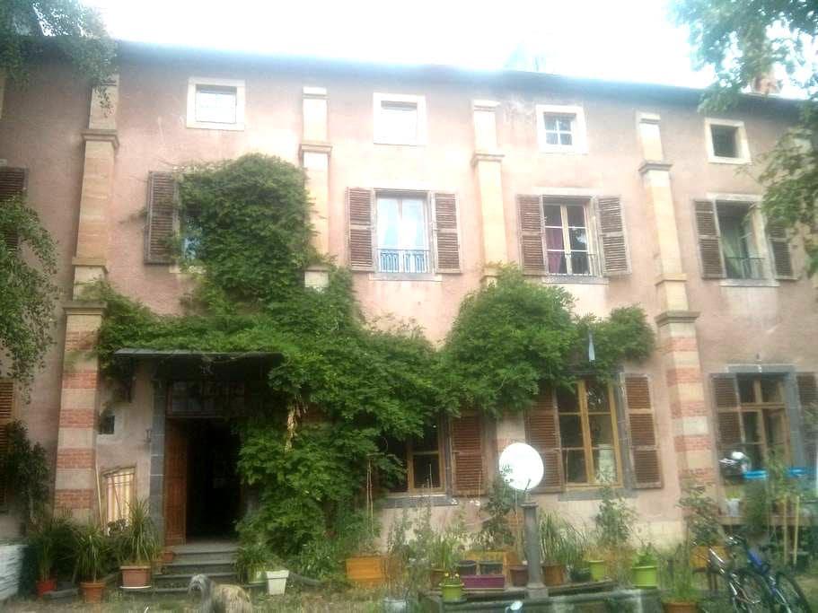Chambres à louer ds ancien monastère en rénovation - Saint-Amant-Tallende