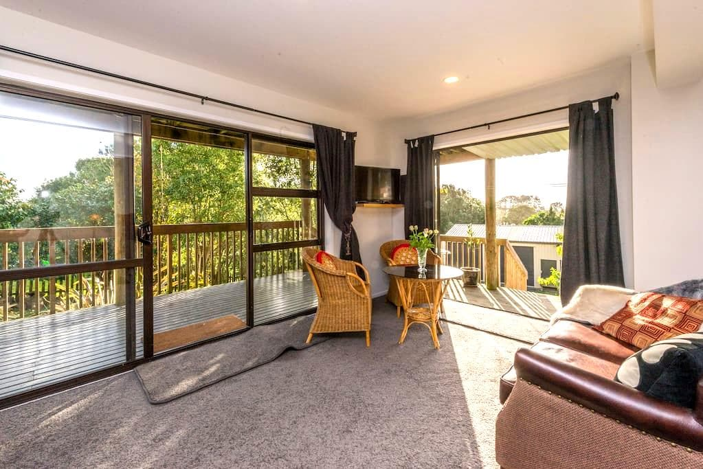 St James Boutique B&B - Helensville - Bed & Breakfast