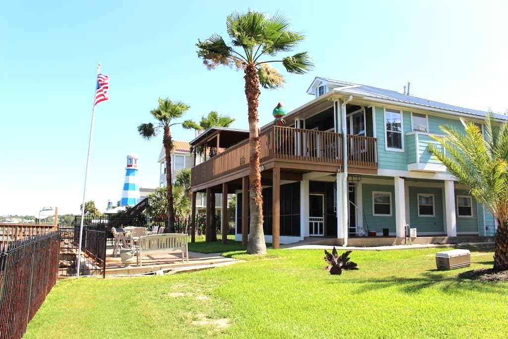 Spectacular Waterfront Home with Private Pier - Kemah