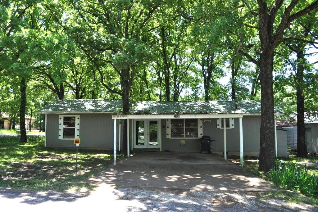 Sherwood Oaks Lodge at Texoma - Gordonville