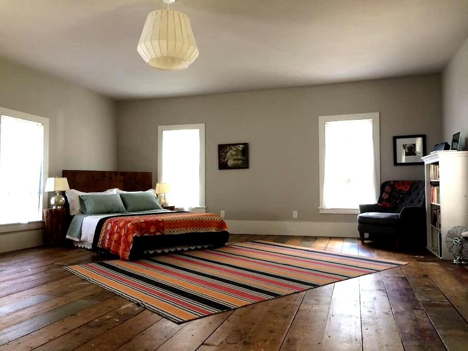 Apothecary Loft - Pine Hill