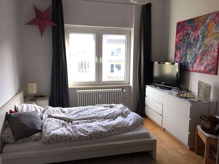 Schöne Altbauwohnung direkt am Rhein - Köln - Apartment