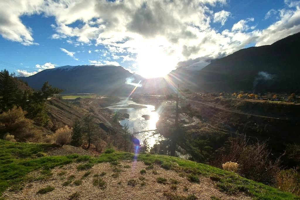 Spacious suite close to town - Lillooet