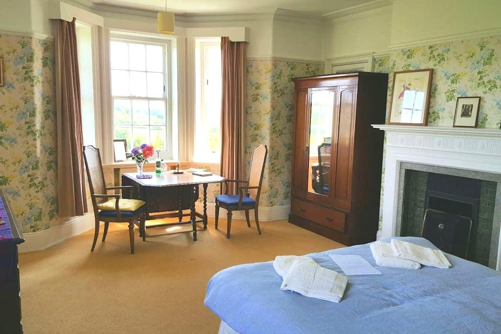Ensuite +food in trad. country home. Near M6 Jct44 - Carlisle