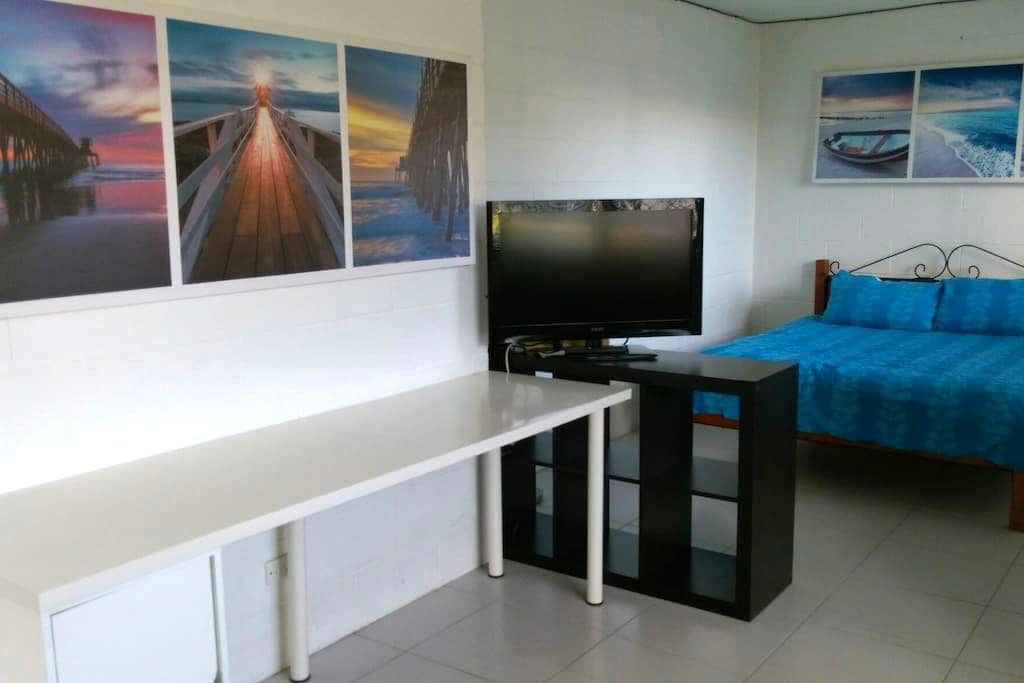 Surfers Studio: Roomy & Private! - Surfers Paradise - Apartment
