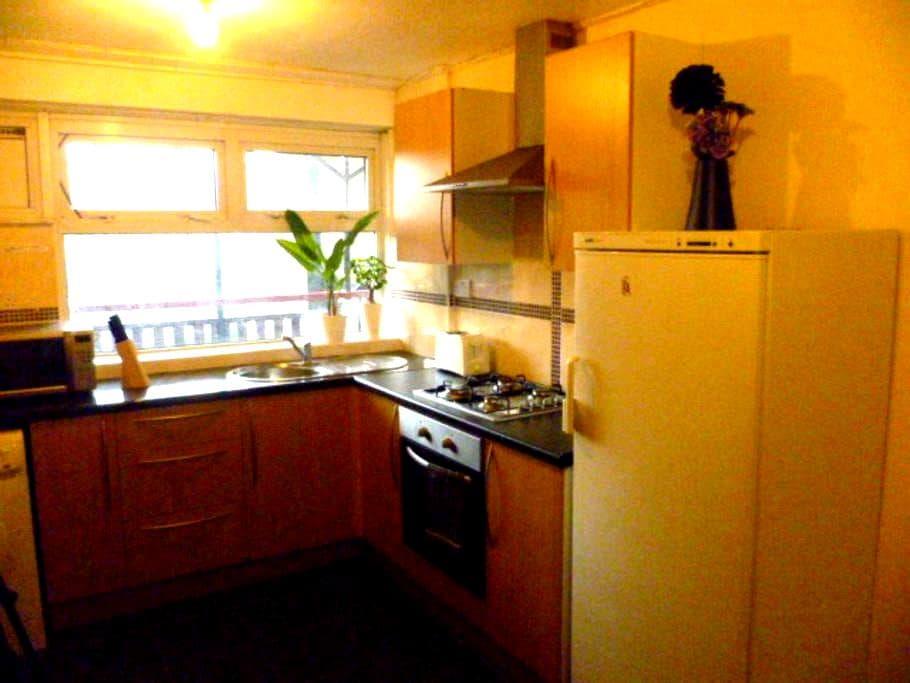 LONDON BUDGET ROOM, SLEEPS 2, CLOSE TO CITY. - Woodford - Lägenhet