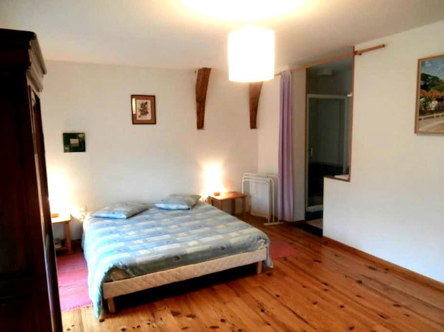 """Chambres d'hôtes """"La Tonnelle"""" 1 - Aguessac - Bed & Breakfast"""