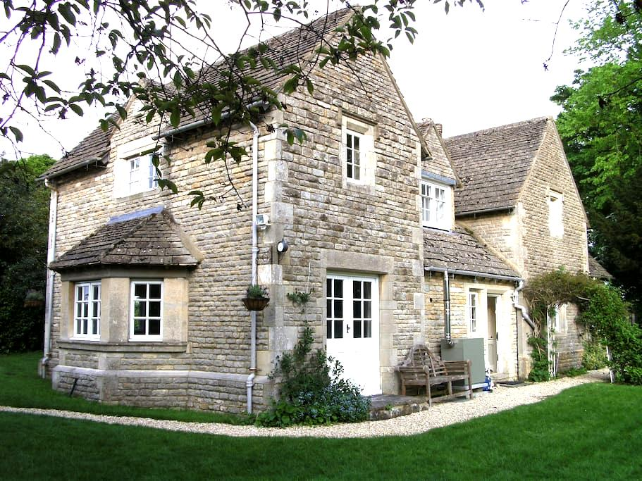 The Lodge, a picturesque Cotswolds retreat - Meysey Hampton - Casa