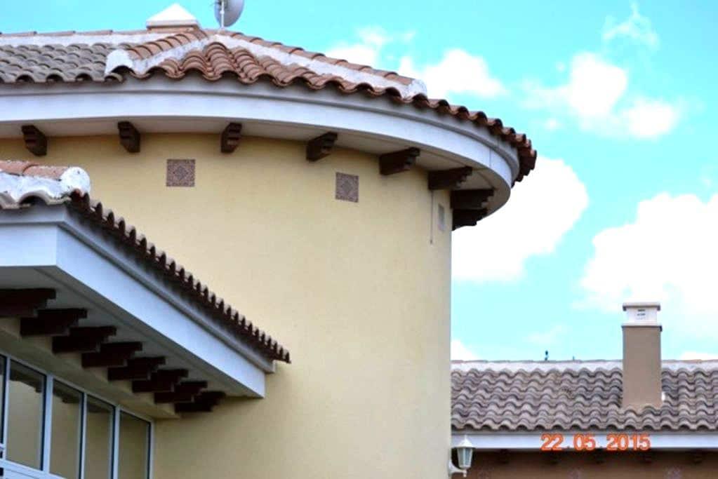 Nouv villa avec piscine-3 ch + 2 sb - Aspe