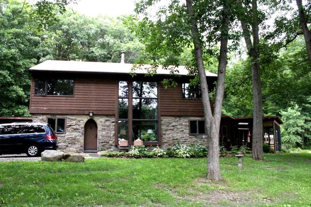White Pine Retreat - Ithaca - Hus