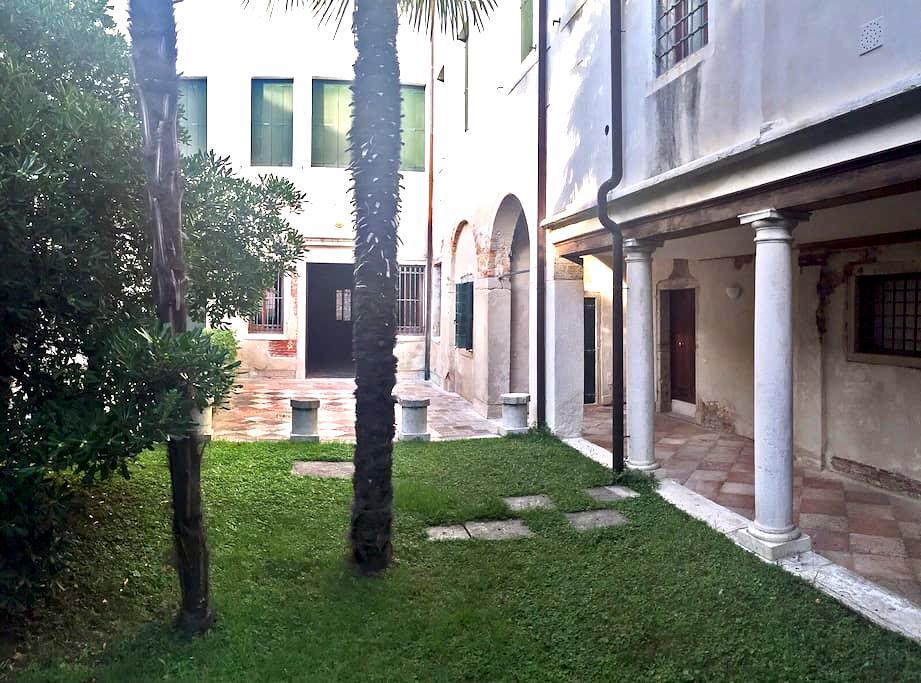 Amazing Biennale S Marc romantic canal view flat - Wenecja - Apartament