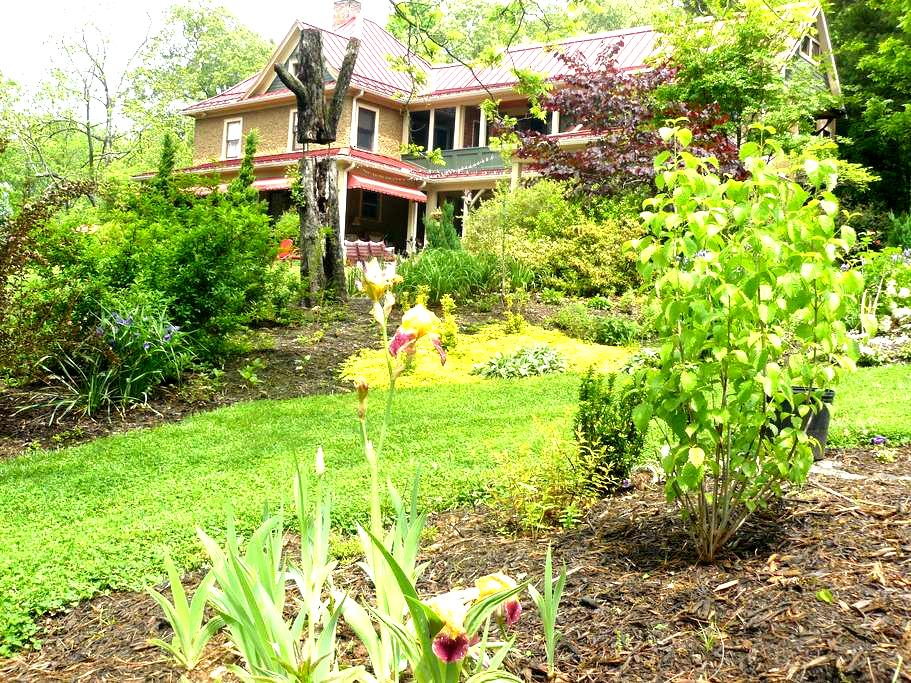 Hidden treasure near Downtown, UNCA - Asheville - Rumah