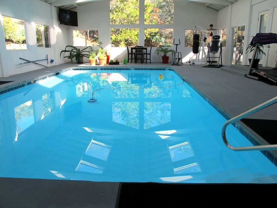 Relaxing home with indoor pool - Tehachapi - 独立屋