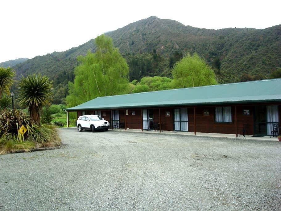 Kiwi Park Country Lodge - Murchison - Apartament
