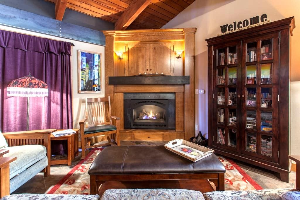Cozy & Updated Mammoth Condo-Walk to Canyon Lodge - Mammoth Lakes - Appartement en résidence
