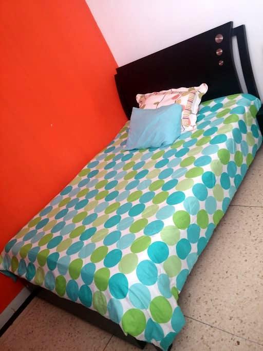 Habitación cama semidoble - Barrio Altos del Prado - Barranquilla