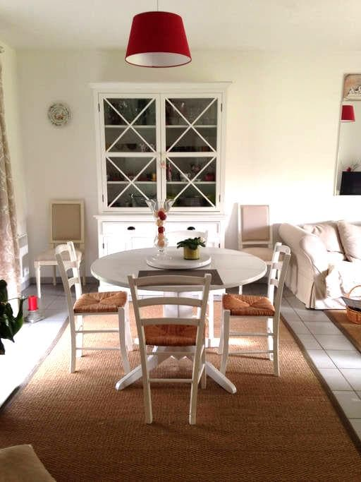 Maison Cosy au calme - Valdivienne - บ้าน