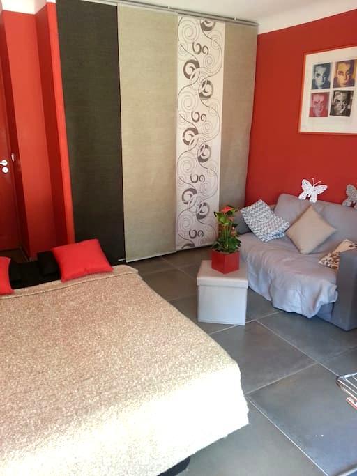 Chambre chez nous - Suze-la-Rousse - Hus