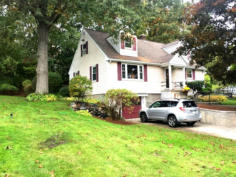 Nice quite house close to everything - 2 bedrooms - Burlington - House