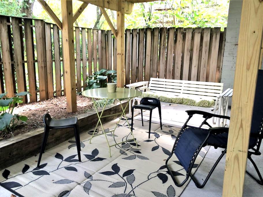 Private Basement Suite-Spacious & Comfy - Reston