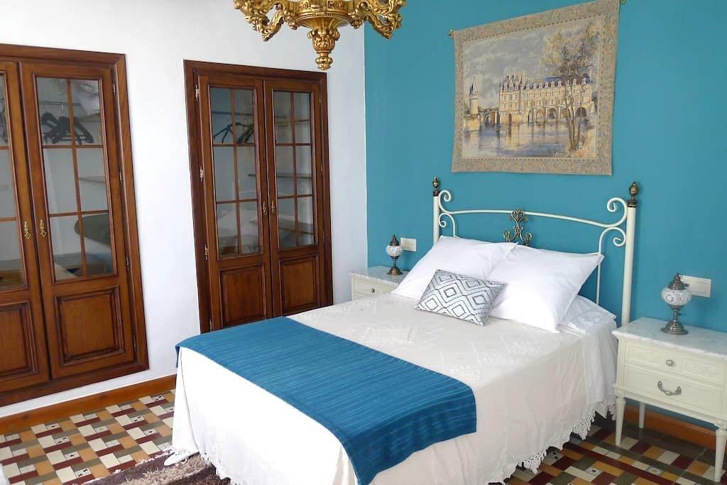 Casa típica andaluza en La Zubia - La Zubia - Hus