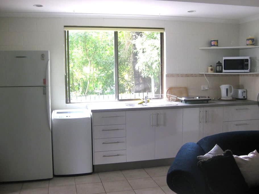 Charming Whitsunday Studio Unit - Cannonvale - Huoneisto
