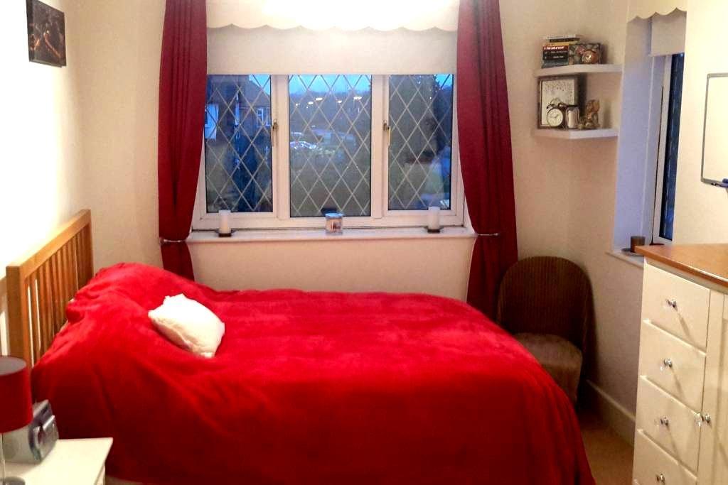 double room in Epsom (east ewell) - Epsom - Casa