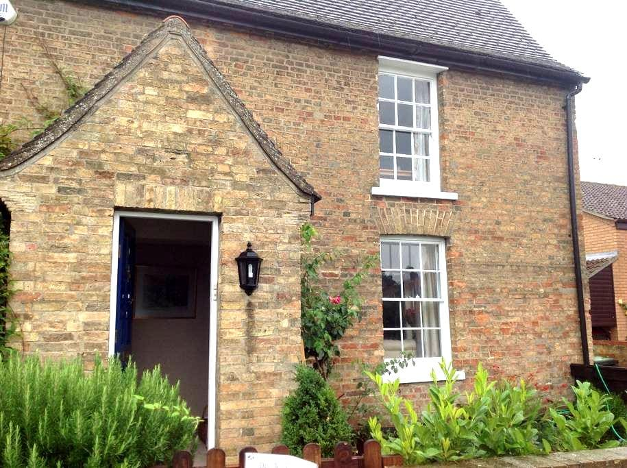 Farmhouse between Cambridge and Ely - Stretham Ely - บ้าน