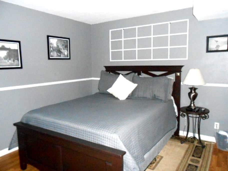 Home Sweet Home-Bedroom #2 w/shared bath - Littleton - Bed & Breakfast