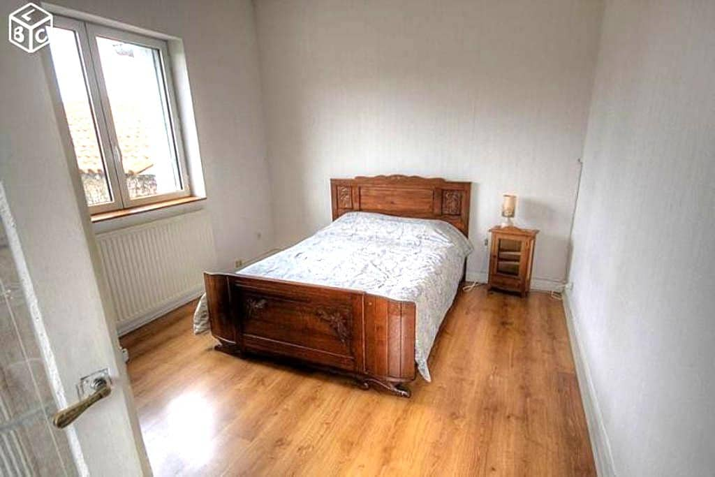 Chambre dans maison calme, proche centre Angoulême - L'Isle-d'Espagnac - Huis