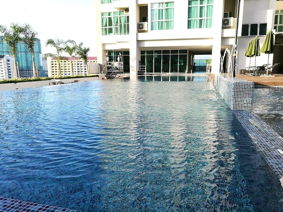 New 2br Suite in Town - Jelutong