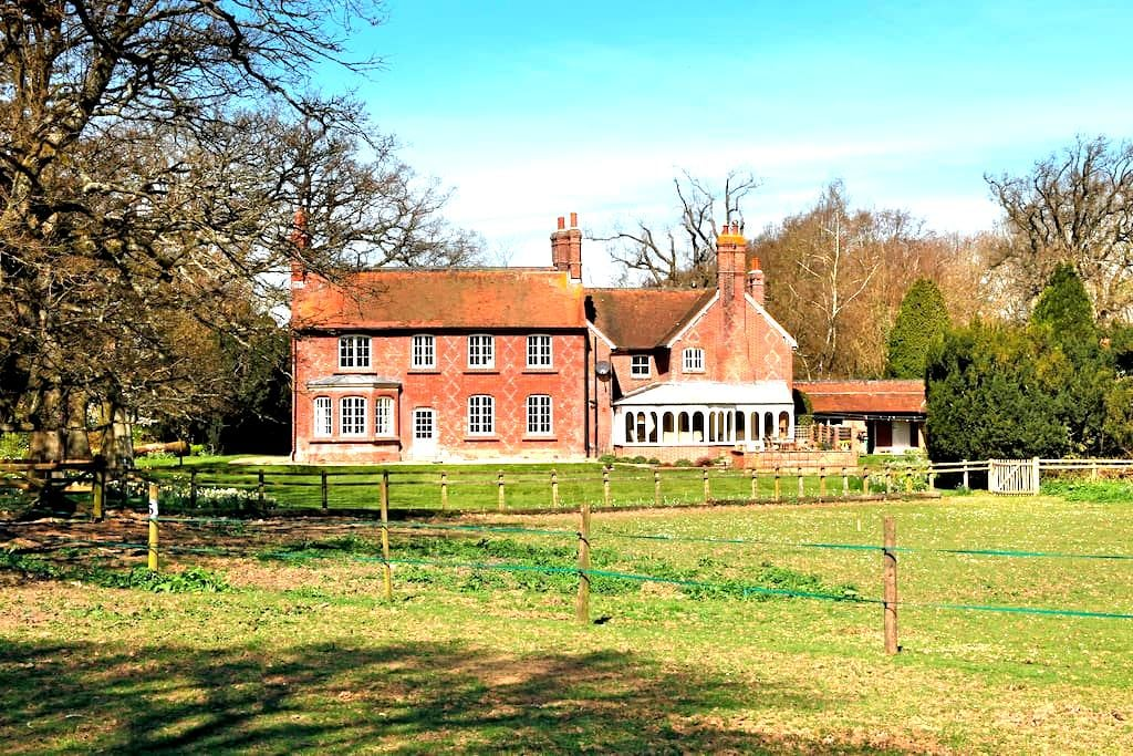 Country House in North Hampshire - Herriard - House