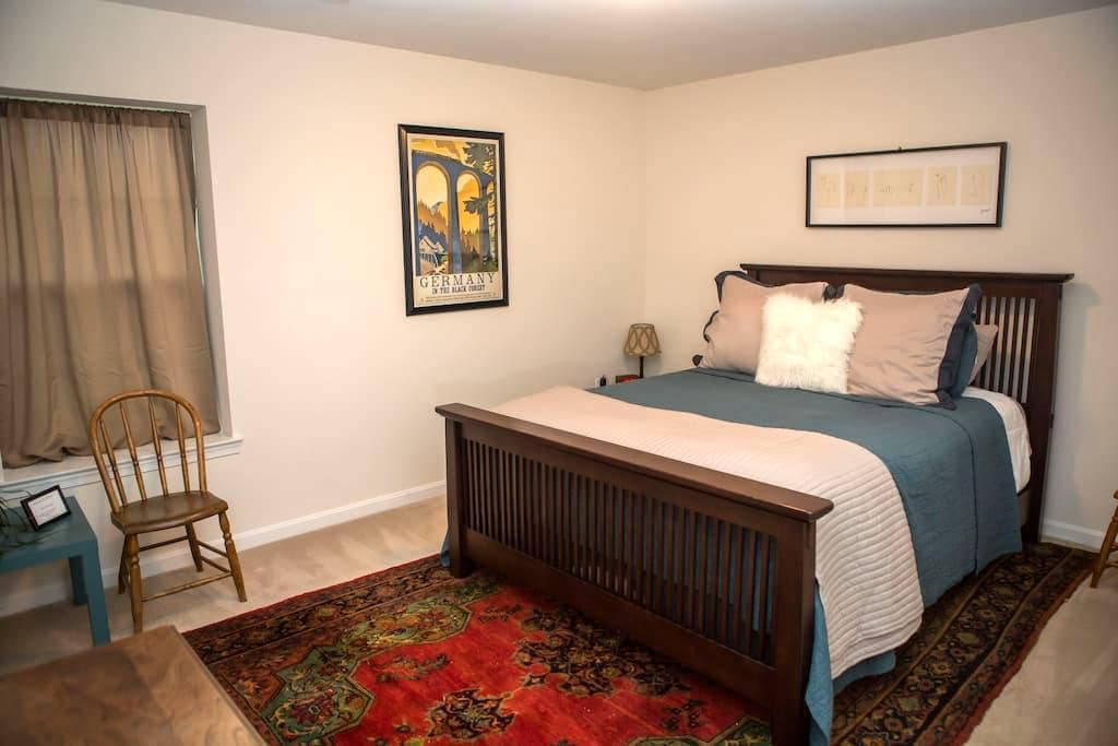 Private room with Queen bed. - Woodbridge - Hus