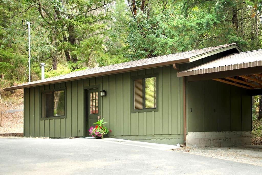 Hidden Haven Cottage - グランツパス - ゲストハウス