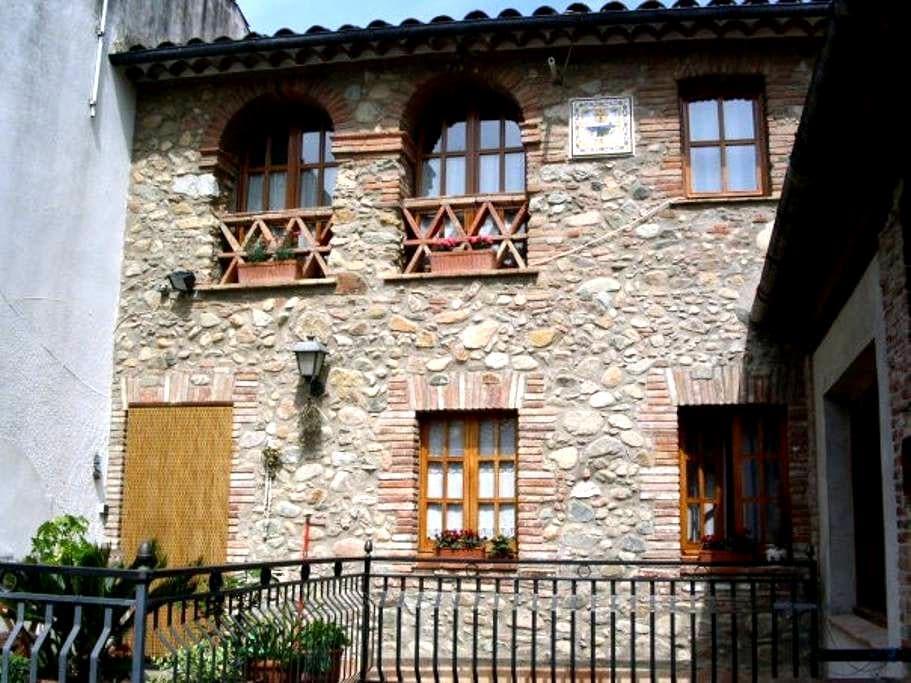 Chez Gisèle - La Cellera de Ter - Rumah