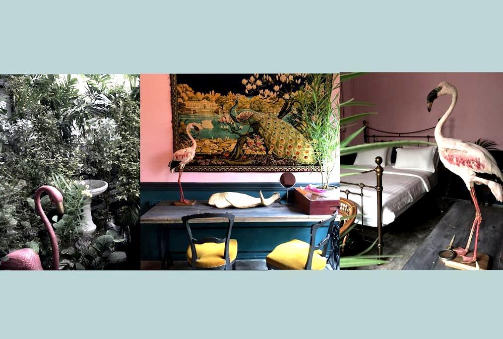 The Mustang Nero/No.8 The Flamingo (New Room!) - Bangkok - Bed & Breakfast
