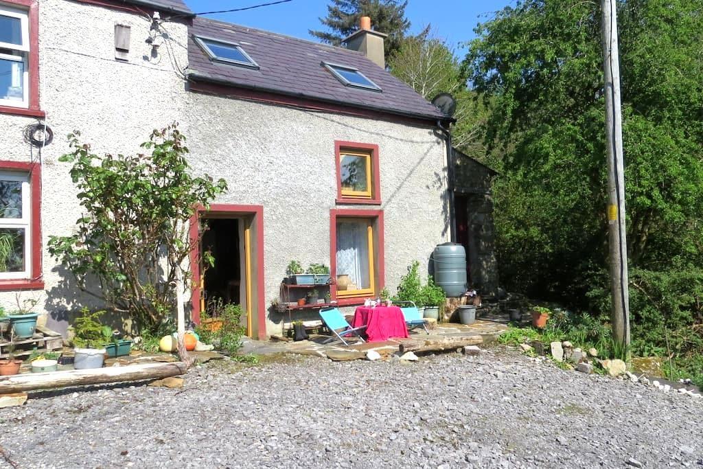 Hardy's Barn; warm and cosy - Glenties