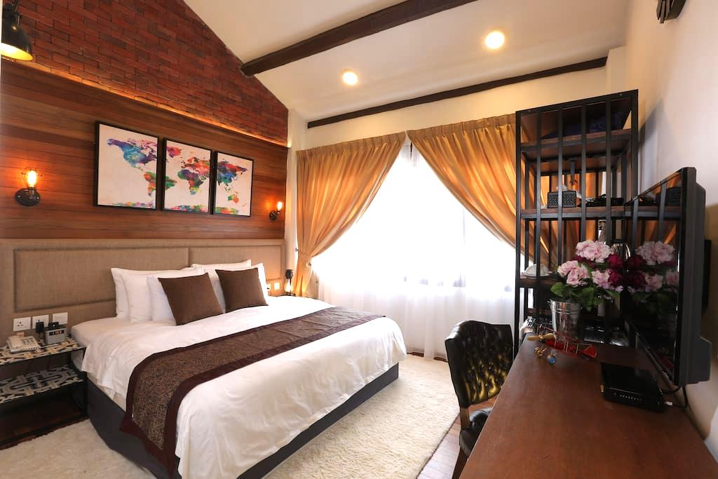 RHH Deluxe king room - George Town - House