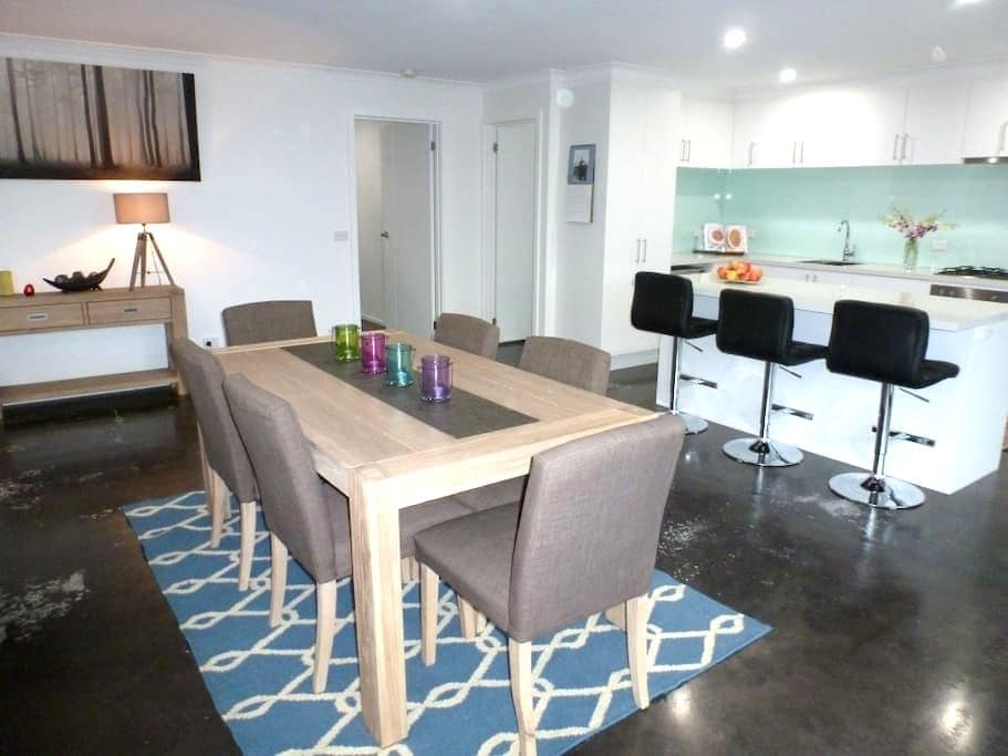 Ben's Place - modern & convenient - Mansfield - House